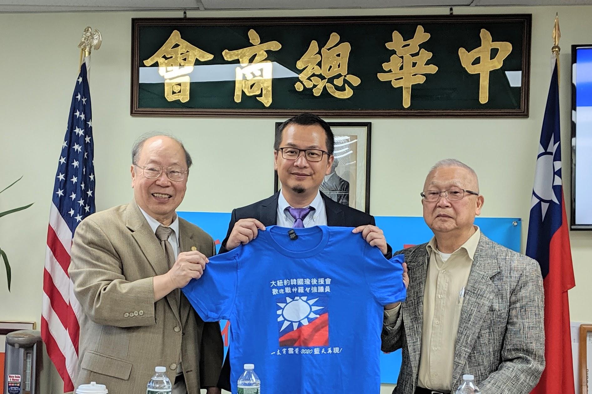 國民黨中生代、台北市議員羅智強(中)談到,黨內必須認清民意趨向,重新思考兩岸定位和論述。(黃小堂/大紀元)