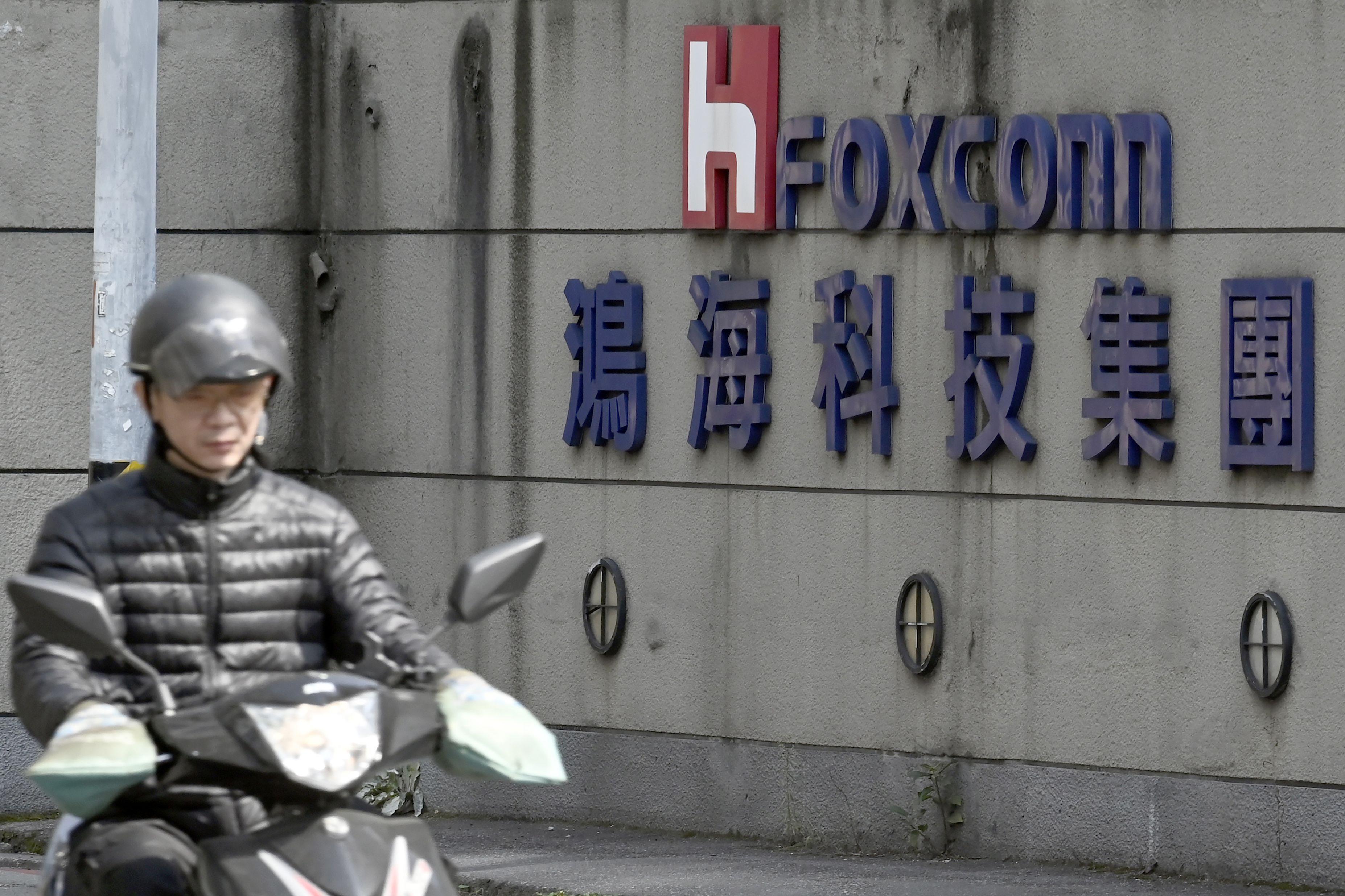 陸工廠實習生爆超時 鴻海:已開除失職主管
