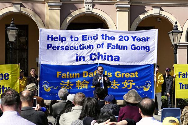 越南社區領袖阮先生(Paul Nguyen)在悉尼法輪功學員舉行的反迫害集會上譴責中共對人權的迫害。(安平雅/大紀元)