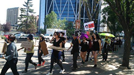 卡加利民眾在市中心遊行聲援香港反送中。(林採楓 / 大紀元)