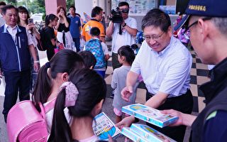 竹縣警護童 開學首日到校宣導校園安全
