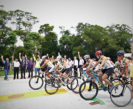 台中大甲鐵砧山挑戰型自行車道,於8月30日正式啟用,由副市長陳子敬鳴槍起跑。