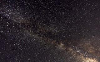 对着银河拍摄的缩时影片 让你体验地球转动
