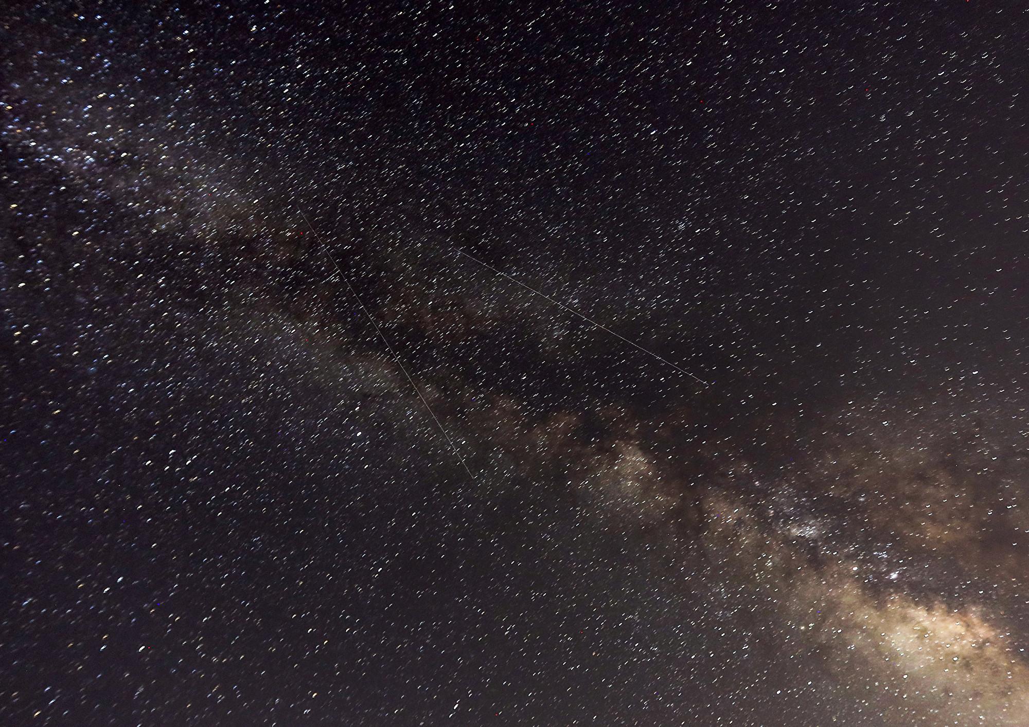 對著銀河拍攝的縮時影片 讓你體驗地球轉動