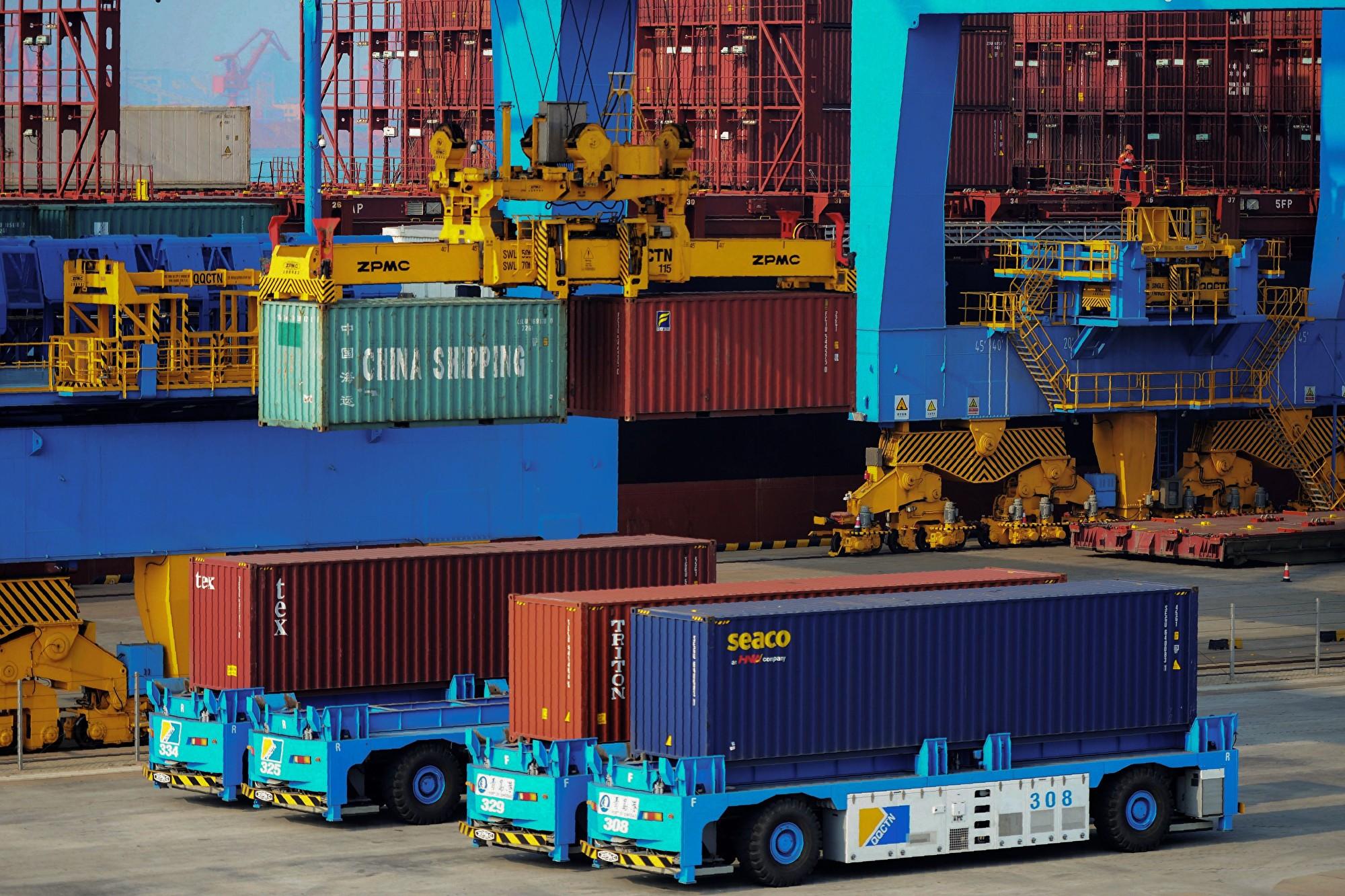 美國資深參議員格雷厄姆說,貿易戰目標是讓中共停止欺騙美國,並遵守世界上其他人所遵守的規則。圖為青島一港口。(STR/AFP/Getty Images)