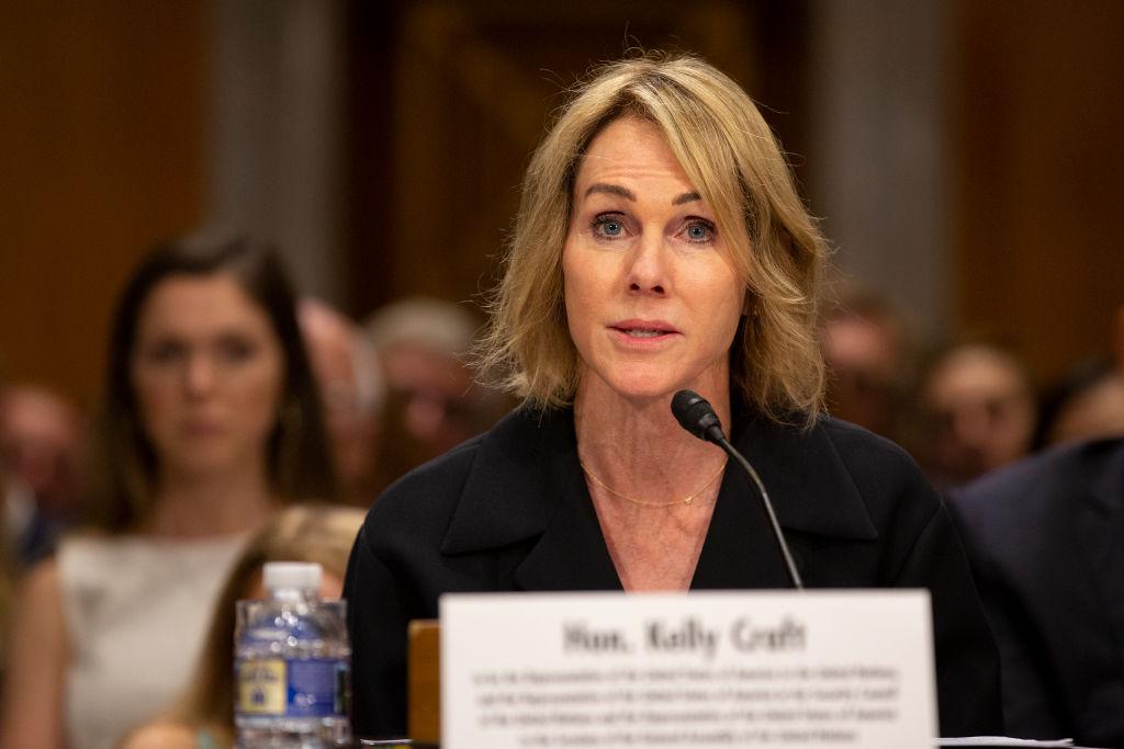 6月19日,美駐加拿大大使凱利・克拉夫特(Kelly Craft)在參議院的聽證會上。她今年5月被特朗普提名為美國駐聯合國代表。(Stefani Reynolds/Getty Images)