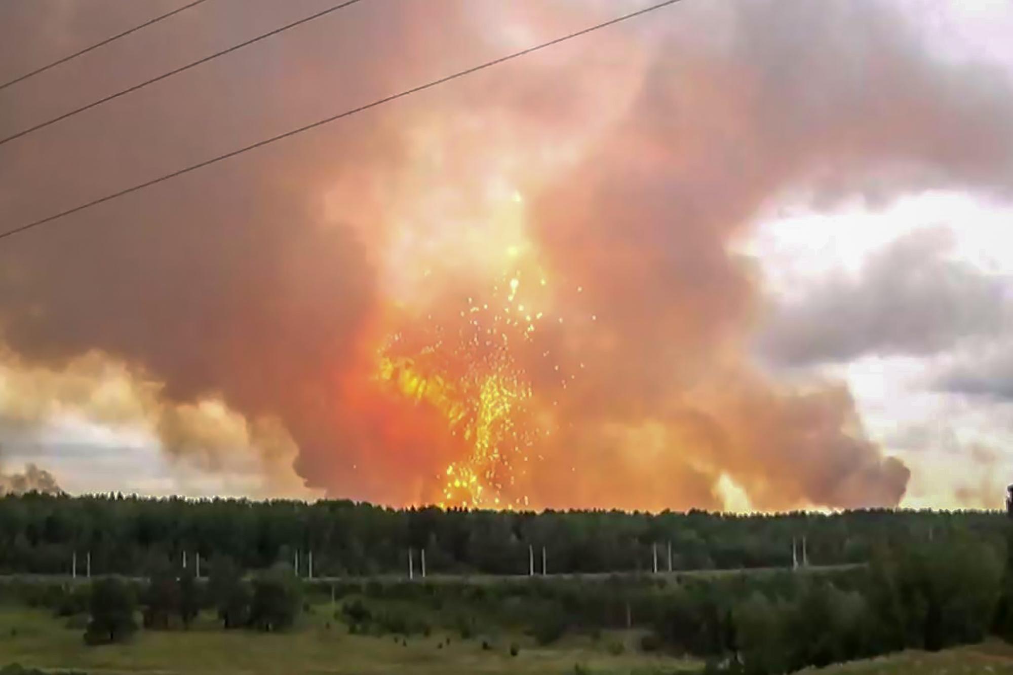俄羅斯軍火庫連環大爆炸 6000人緊急撤離