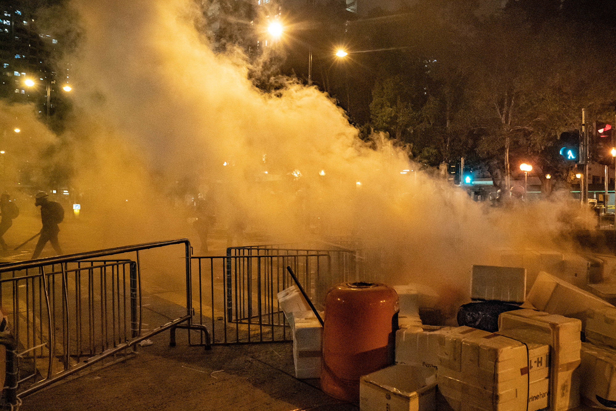 2019年8月11日,警方在香港葵芳區施放催淚彈形成的煙霧。(Anthony Kwan/Getty Images)