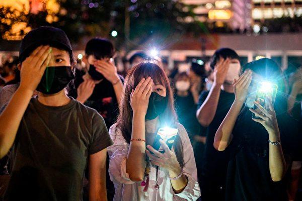 香港中學生集會聲援「還眼香港」運動。(ANTHONY WALLACE/AFP/Getty Images)