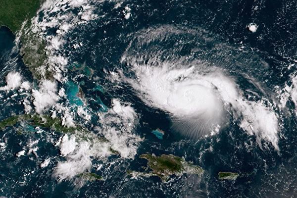 飓风多里安增至4级 佛州乔州进入紧急状态