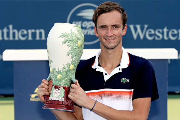 连续三次冲击大师赛 俄网球新星终登顶