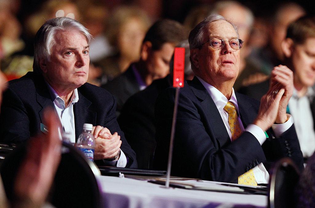 科赫家族成員大衛·咸美頓·科赫(David H. Koch,右)。 (Chip Somodevilla/Getty Images)