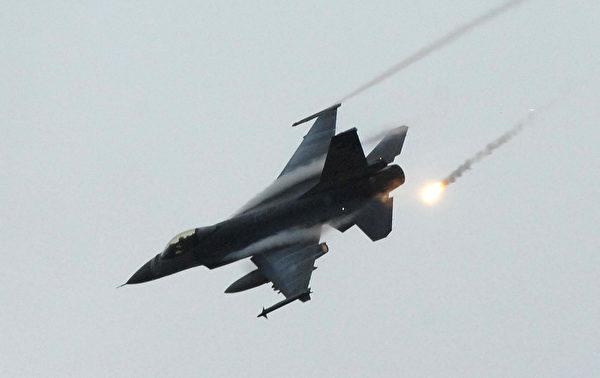 由洛克希德馬丁公司生產的F-16有各種不同批次,而A/B、C/D、E/F等,則是使用國賦予的型號。(PATRICK LIN/AFP/Getty Images)