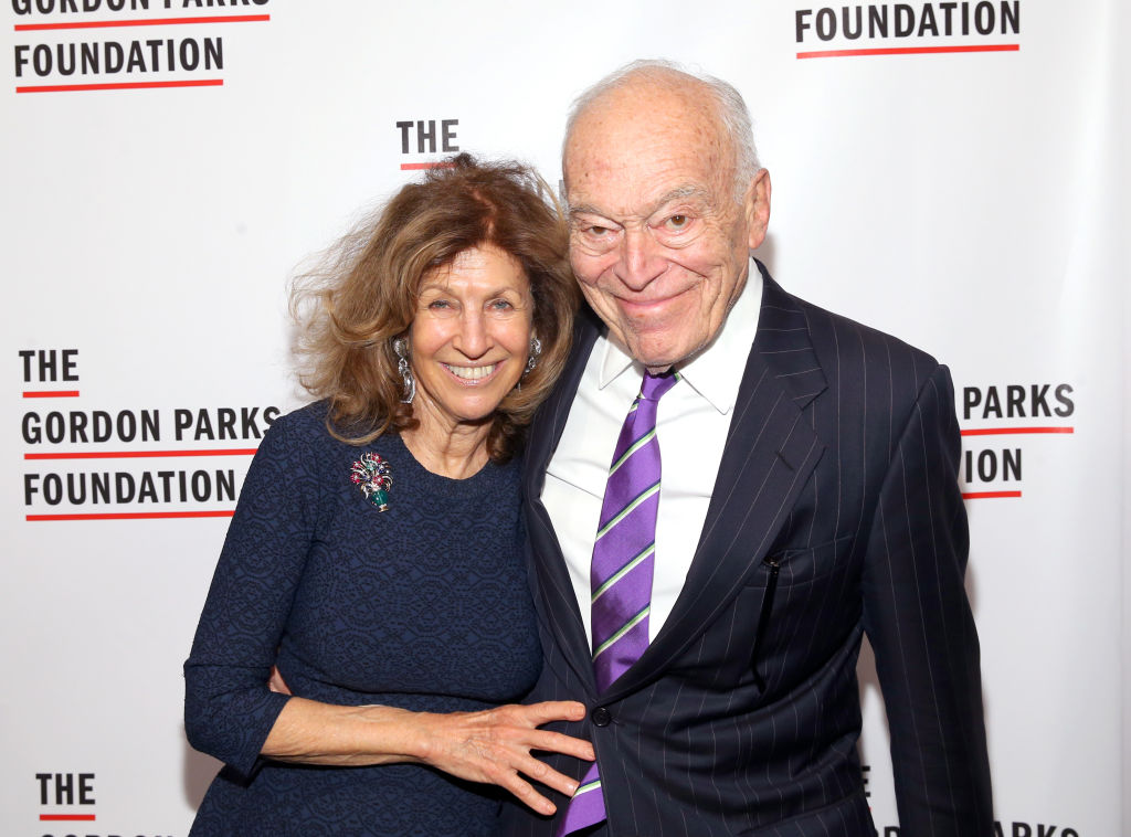 蘭黛家族成員倫納德‧A‧蘭黛(Leonard A. Lauder,右)。 (Bennett Raglin/Getty Images for Gordon Parks Foundation)