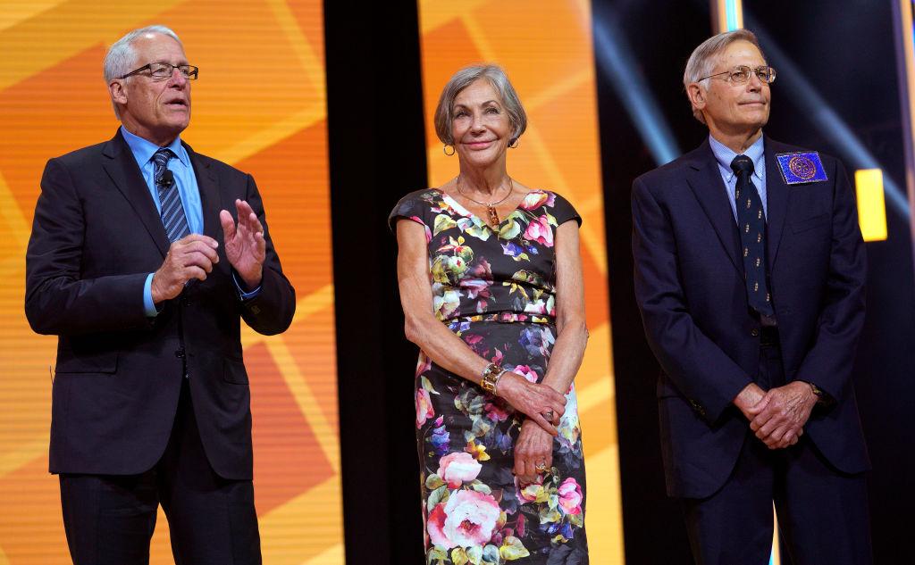 美國頭號最富有的家族的三位成員:(從左至右)羅伯·沃爾頓(Rob Walton)、 愛麗絲·沃爾頓(Alice Walton)和吉姆·沃爾頓(Jim Walton)。(Rick T. Wilking/Getty Images)