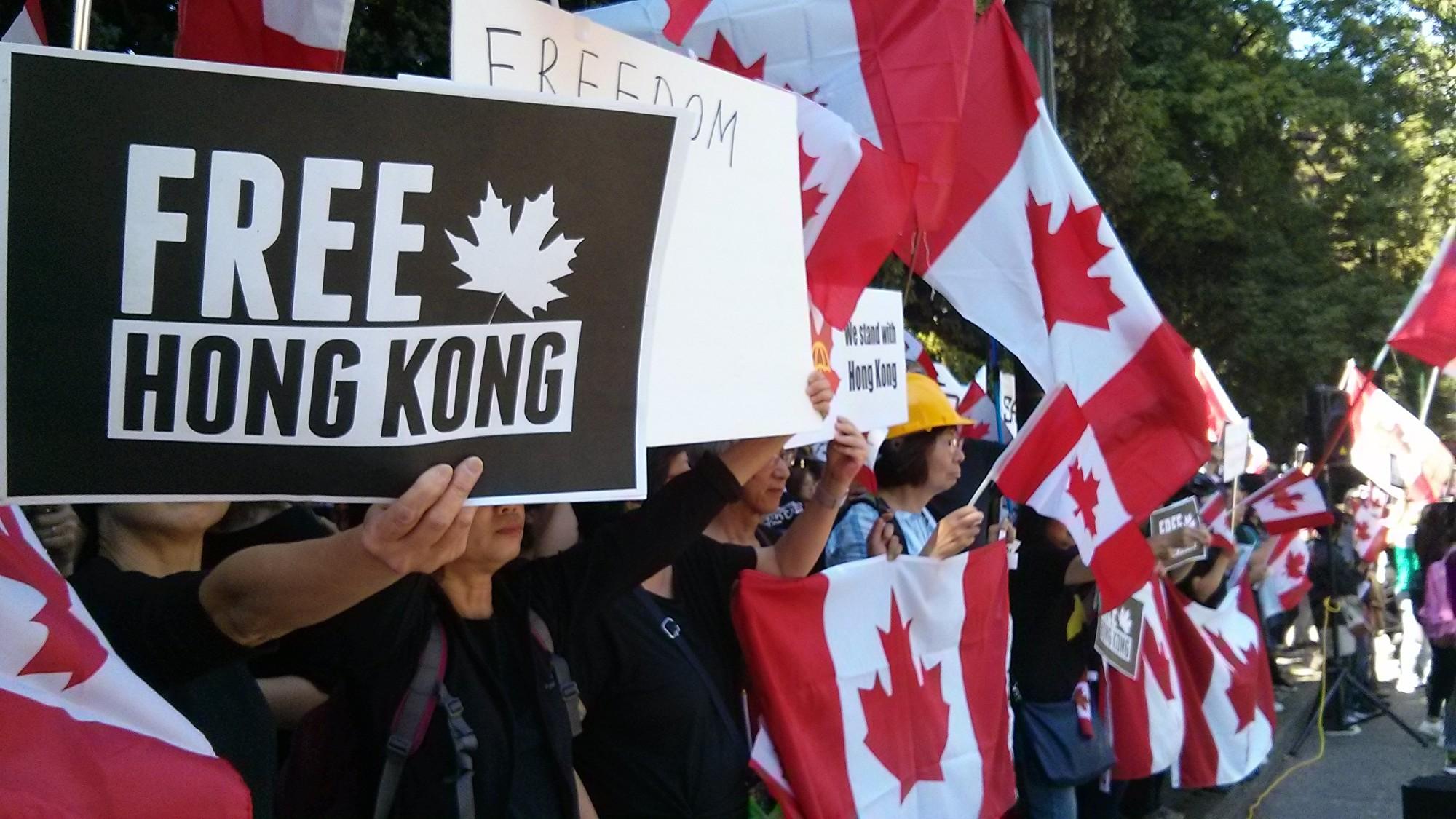 逾千溫哥華人集會 譴責香港警察暴行