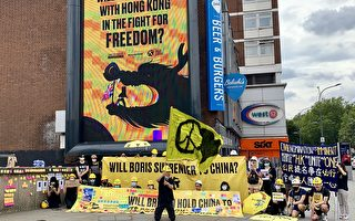 英国5城现撑香港广告牌 促首相向中共施压