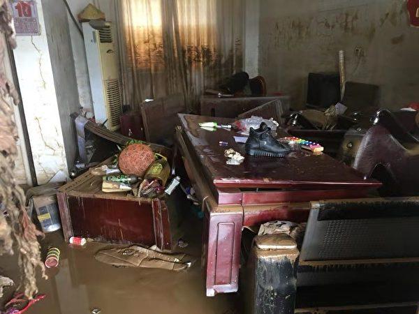9號颱風「利奇馬」強襲大陸,導致華東地區大面積洪災。安徽宣城市寧國市也是受災地之一。圖為沙埠村一工廠受災情況。(受訪者提供)