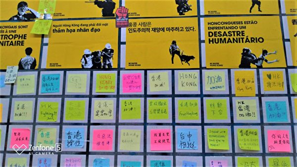 「連儂牆」除貼滿聲援香港字條外,也傳達香港人爭取自由、公義、人權與良知的政治生活價值。(黃玉燕/大紀元)