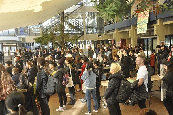 約200人參與奧大「反送中」集會。(易凡/大紀元)