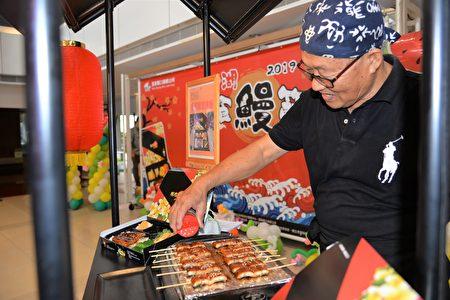 活動當天特別選用有產銷履歷的鰻魚,以現烤的方式呈現,讓民眾品嚐來自口湖軟Q彈牙的鰻魚料理。