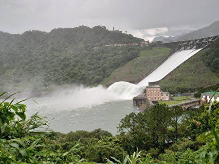 水库排洪大部分水流入大汉溪,少部分会提供中庄调整池、鸢山堰储满水,可以再利用。