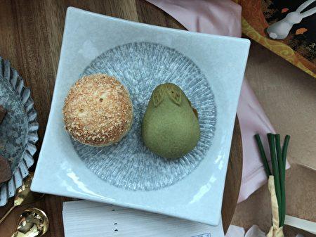 茉莉金柚餅(右)、御皇金沙酥(左)。