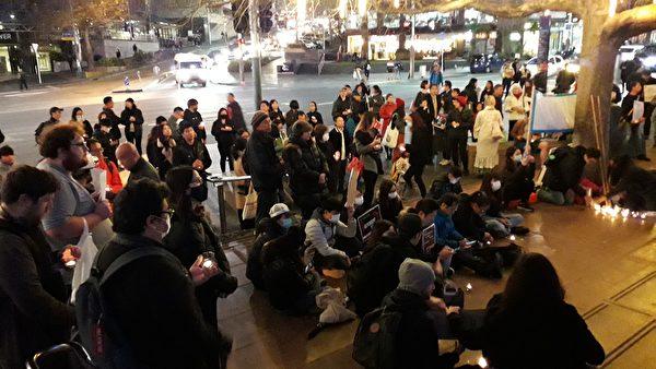 上百名支持者參與當晚的集會。(易凡/大紀元)