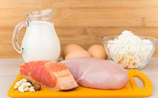 從飲食中攝取維生素D等8種營養素,幫你提升睡眠品質。(Shutterstock)
