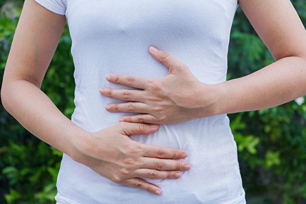 常喝冰水、吃冰容易傷害脾胃,甚至造成胃食道逆流。(Shutterstock)