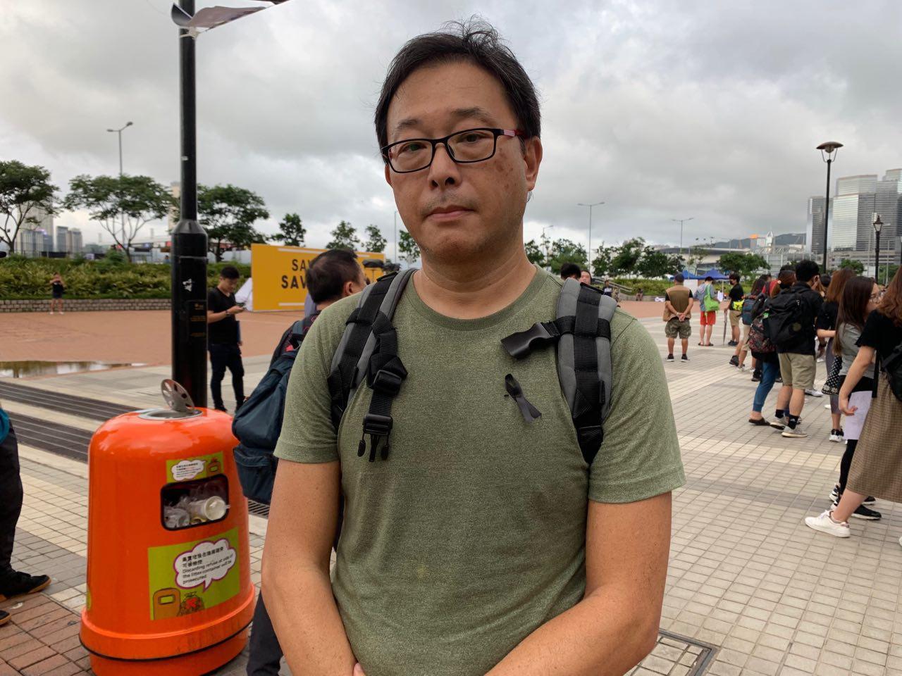 8月2日愛丁堡廣場醫護界集會聲援反送中。退休的醫護界人士陳生(化名)表示,我們其實應該給一個好的香港他們的,而不是為他們決定日後的香港。(駱亞/ 大紀元)