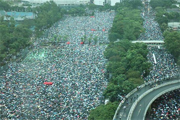 守護香港無懼風雨 港人維園集會呼籲繼續前行