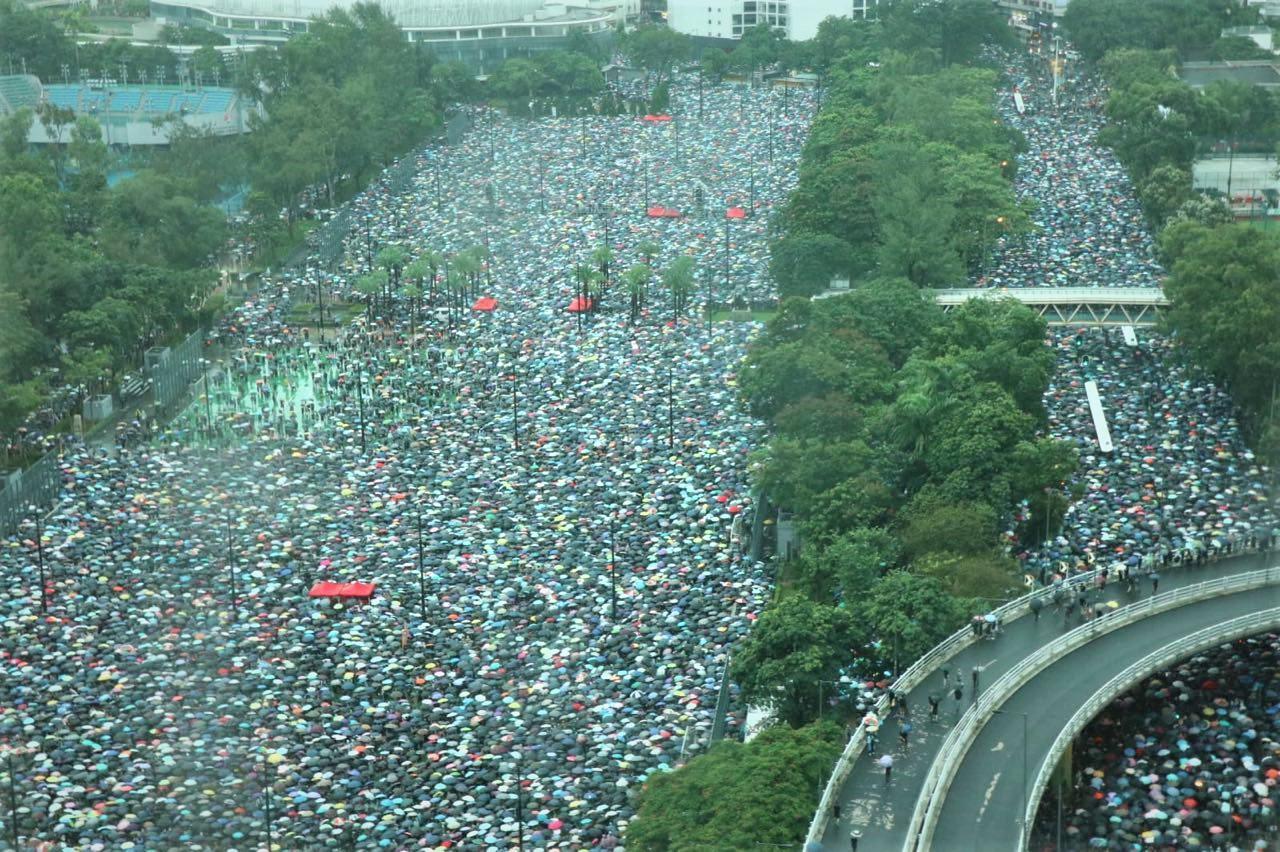 【8.18反送中】守護香港無懼風雨 港人維園集會呼籲繼續前行
