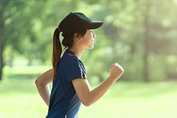 慢跑前,先选对食物和吃对时间。(Shutterstock)