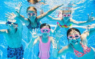 2萬多人等著上游泳課 酒店泳池派上用場