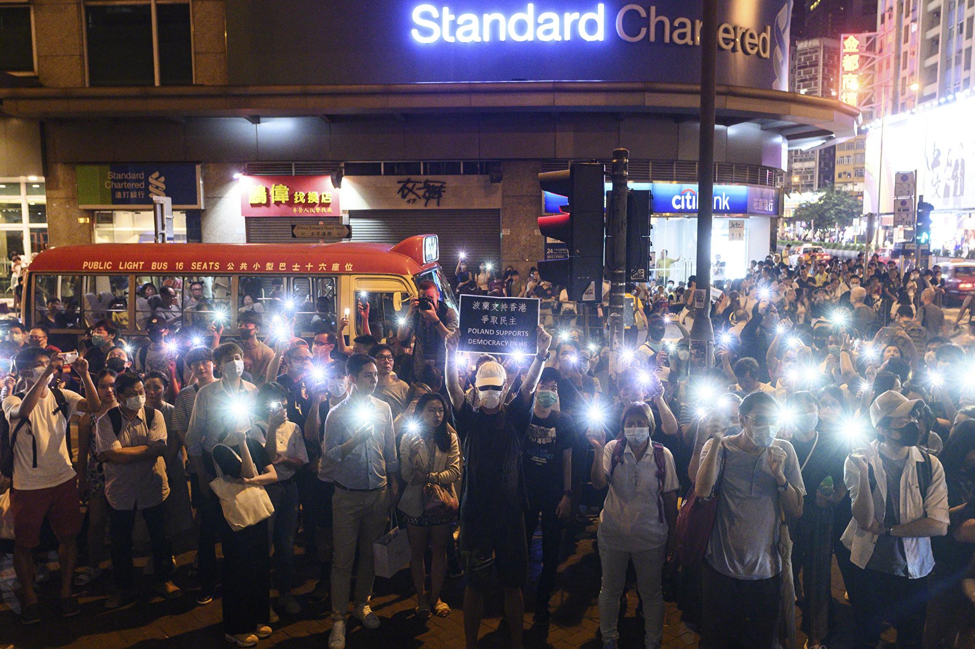 圖為9月7日,抗議者在旺角警察局外持續舉行示威活動。(Philip FONG / AFP)