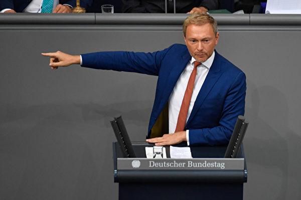 今年7月份,德國自民黨主席林德納(Christian Lindner)因與香港反對派人士會晤,而遭中共官員無理指責了30分鐘,德國媒體一片驚愕。(John MACDOUGALL / AFP)