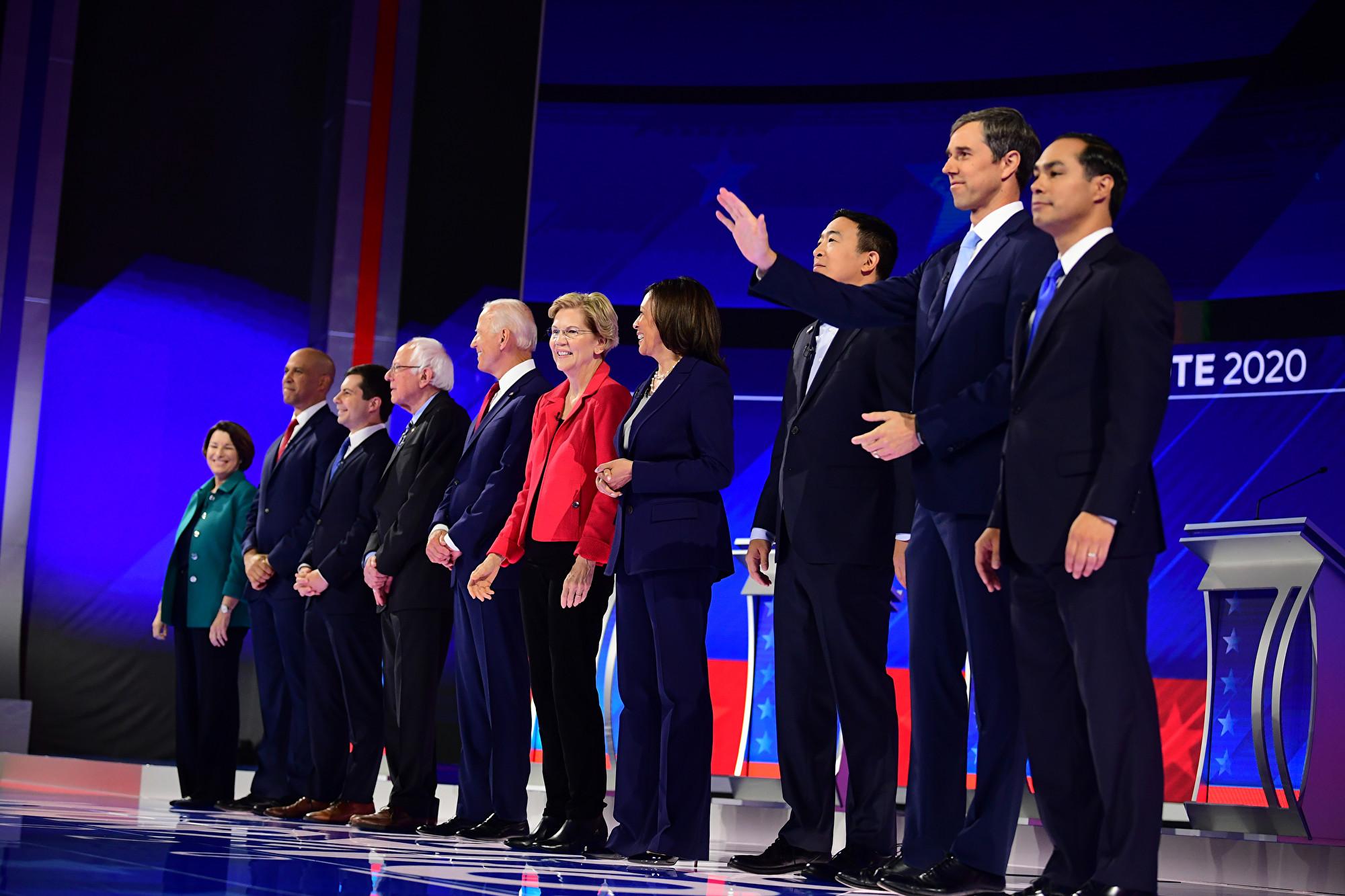周四(9月13日)晚民主黨2020年候選人在候斯頓舉行了第三次辯論。(Frederic J. BROWN/AFP)