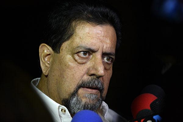 瓜伊多臨時政府第一副總統埃德加‧贊布拉諾(Edgar Zambrano)於2019年9月17日獲釋。(Matias Delacroix/AFP)