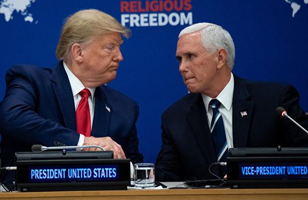 周一(9月23日)上午11點半,美國總統特朗普在聯合國大會上發表宗教自由演講。圖為演講前,特朗普和副總統彭斯握手。(Photo by SAUL LOEB / AFP)