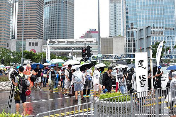 港警暴力鎮壓撕裂香港 警察妻子也上街反送中