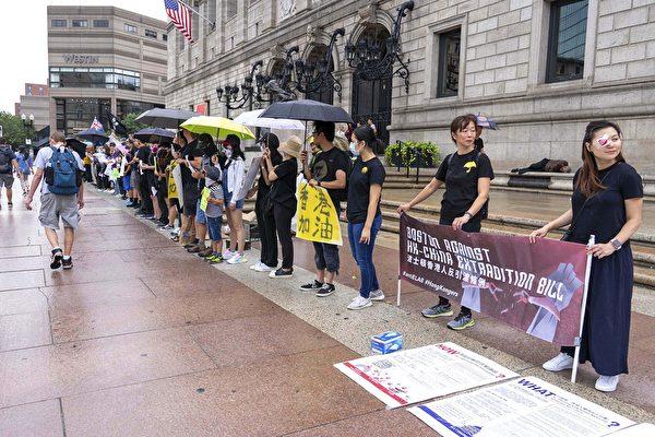 波士頓百人排「人鏈」支持香港爭民主自由
