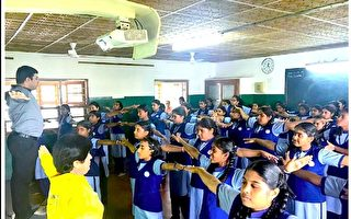 法輪功在印度班加羅爾學校中廣為流傳