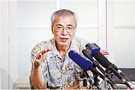 香港資深時事評論員練乙錚接受大紀元記者採訪。(梁珍/大紀元)