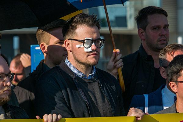 9月11日上午,德國自民黨(FDP)的青年黨團在中使館前抗議,聲援香港。(張清颻/大紀元)