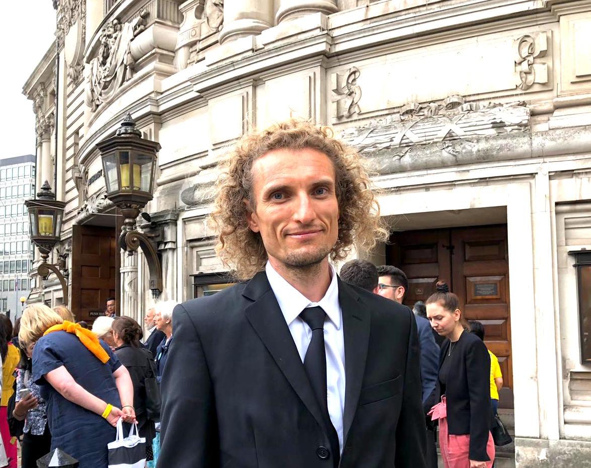 來自斯洛伐克的安椎‧郝來斯吉(Ondrej Horecky)先生表示從法會中受到啟發,希望將來自己的修煉更加好。 (邵燕/大紀元)