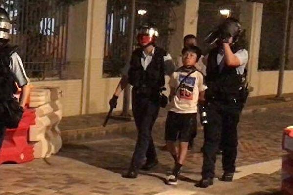 9月21日在香港將軍澳被捕的男童。(連登社區)