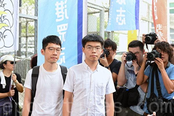 黃之鋒2019年6月17日上午出獄後接受媒體的訪問。(宋碧龍/大紀元)