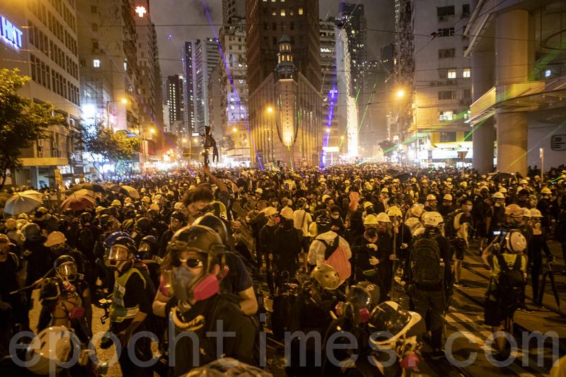 香港記者協會9月3日譴責港警在反送中抗議中對記者施暴,並督促港府正視這一問題。(余鋼/大紀元)