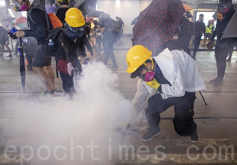 8.31香港太子站被捕女市民曝遭男警非禮